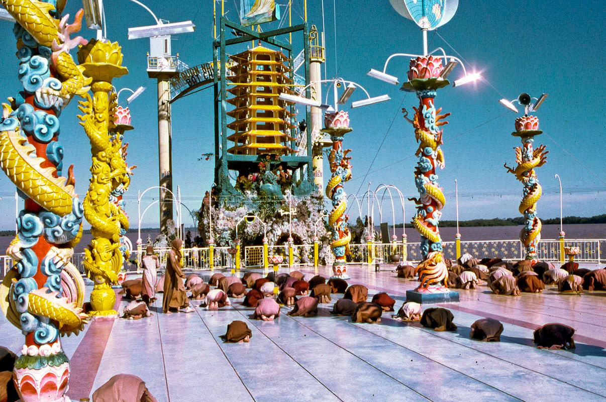 Đàn cầu nguyện của Đạo Dừa ở đảo Phượng Hoàng năm 1969