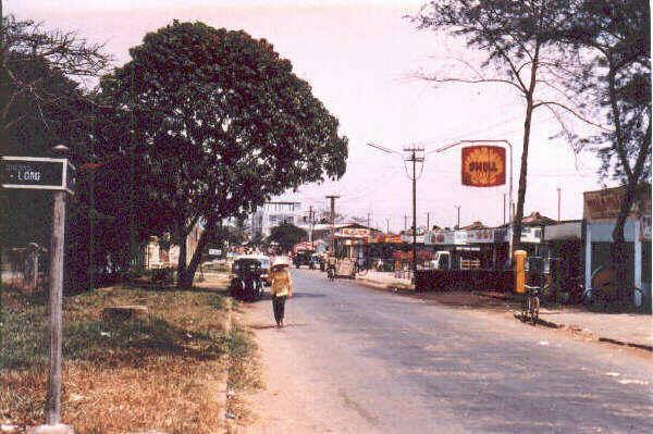 Con đường Trương Minh Đức nhìn ra trạm xăng năm 1968