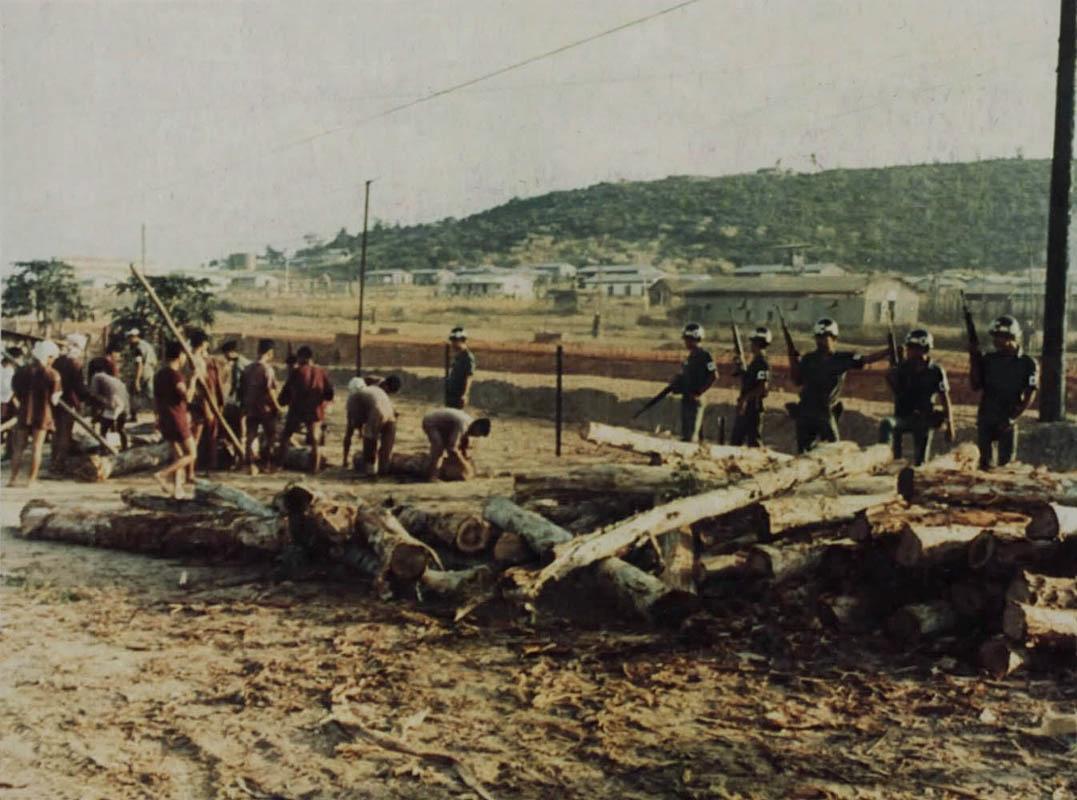 Tù binh lao động trong trại giam Phú Quốc