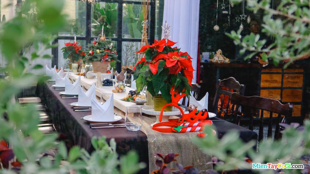 Bàn tiệc concept Giáng Sinh của Rad Door Cần Thơ