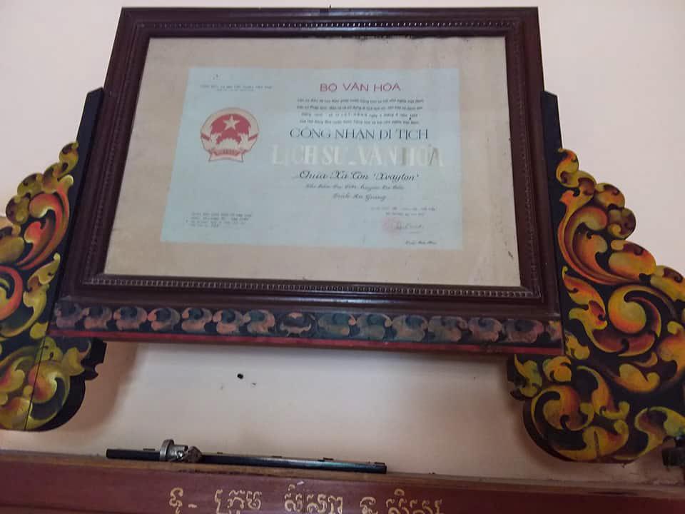 Bằng chứng nhận di tích lịch sử văn hóa của chùa Xà Tốn Tri Tôn
