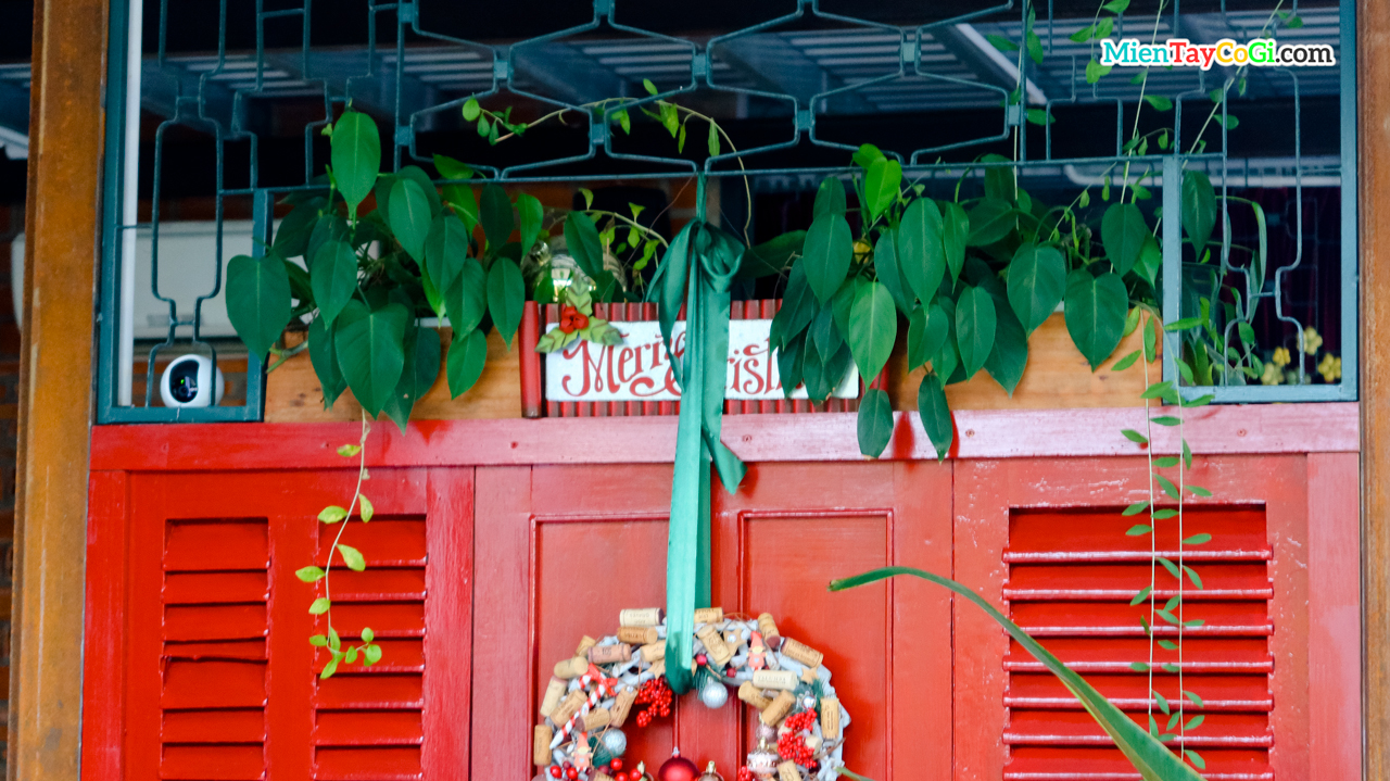 Cánh cửa đỏ của nhà hàng Red Door