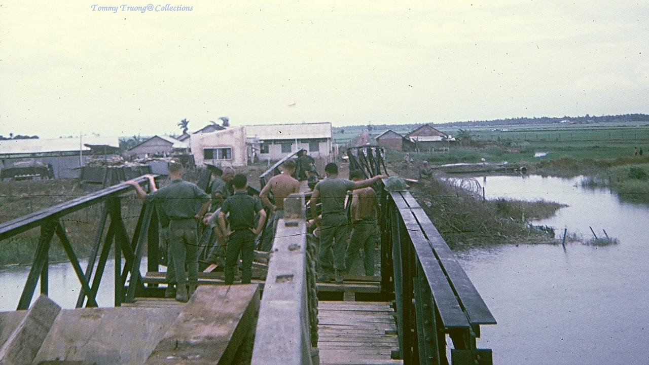 Cây cầu xây thời Pháp ở Bến Lức (Long An) bị phá hủy bởi chiến tranh phải xây dựng lại