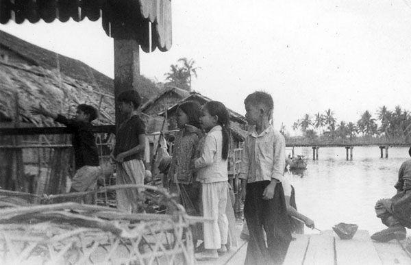Những đứa trẻ vùng quê ở Phú Quốc ngày xưa