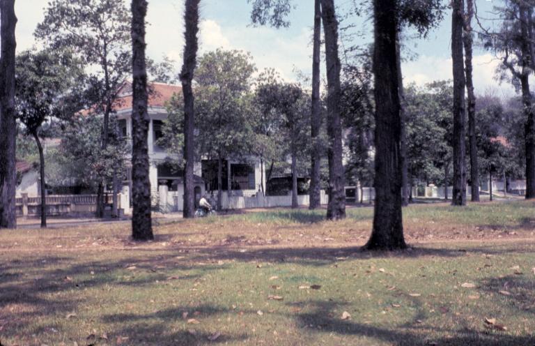 Khuôn viên bên trong trại Tân An năm 1969 | Photo by Craig Ailles