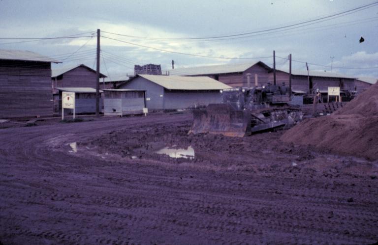 Con đường đất đang được cải tạo lại ở doanh trại Tân An năm 1969 | Photo to by Craig Allies