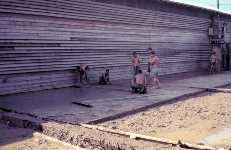 Xây dựng môt công trình mới ở khu quân sự Tân An năm 1969 | Photo by Craig Ailles