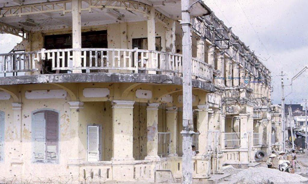 Bungalow Vĩnh Long năm 1968 - 1972 - Những vết đạn in trên tường tạo thành đốm đen | Photo by Rick Haffey