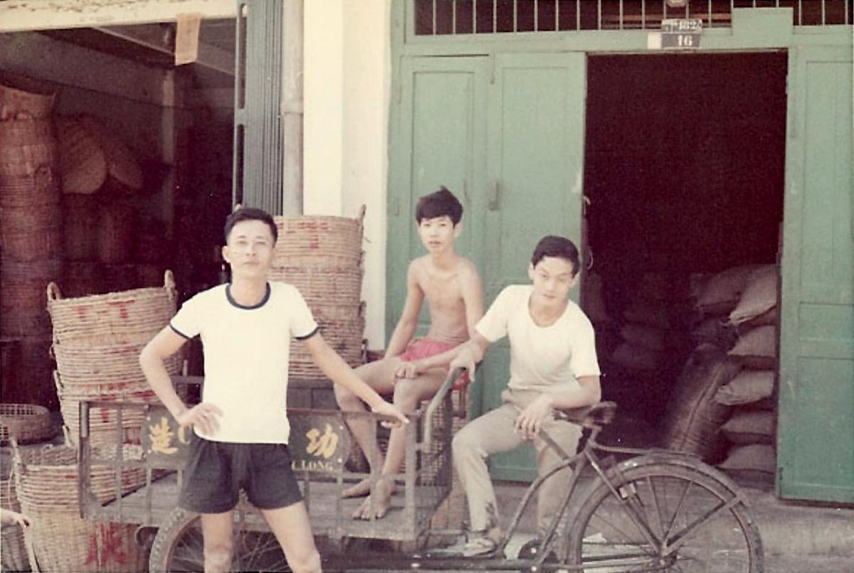 Những người dân Vĩnh Long năm 1967 - 1970 | Photo by Jennings Gallery