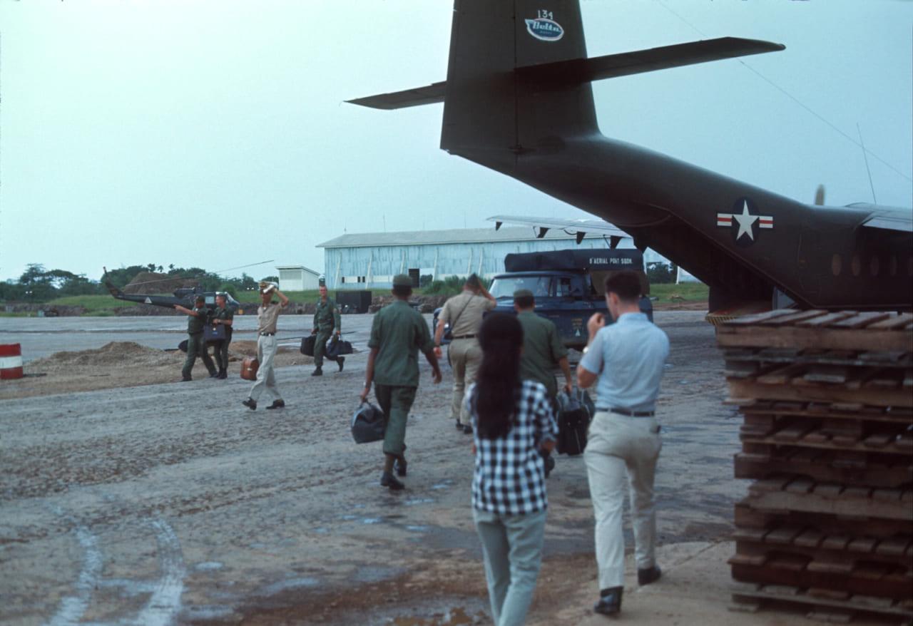 Phi trường Vĩnh Long năm 1967 | Photo by Alan Johnson
