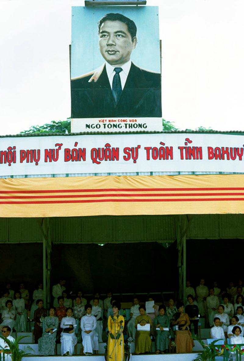 Đệ nhất phu nhân Madam Nhu phát biểu trước đoàn thể phụ nữ ở tỉnh Ba Xuyên (Sóc Trăng) năm 1963