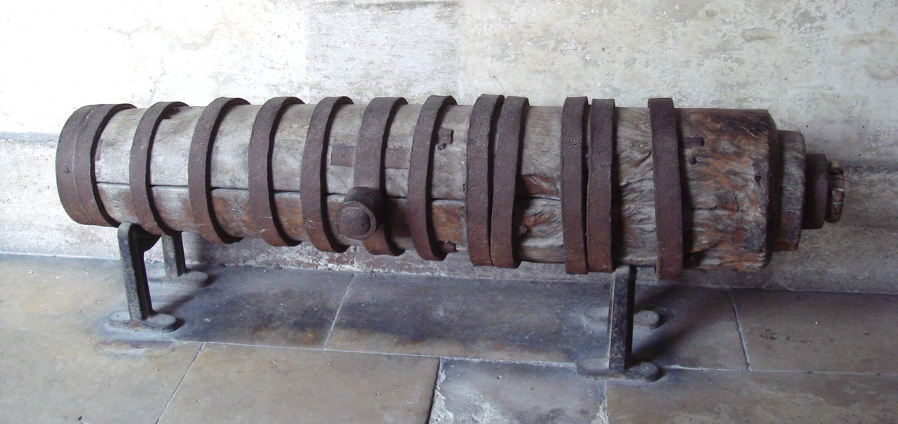 Súng đại bác bằng gỗ của Việt Nam do quân Pháp thu được tại thành Vĩnh Long năm 1862