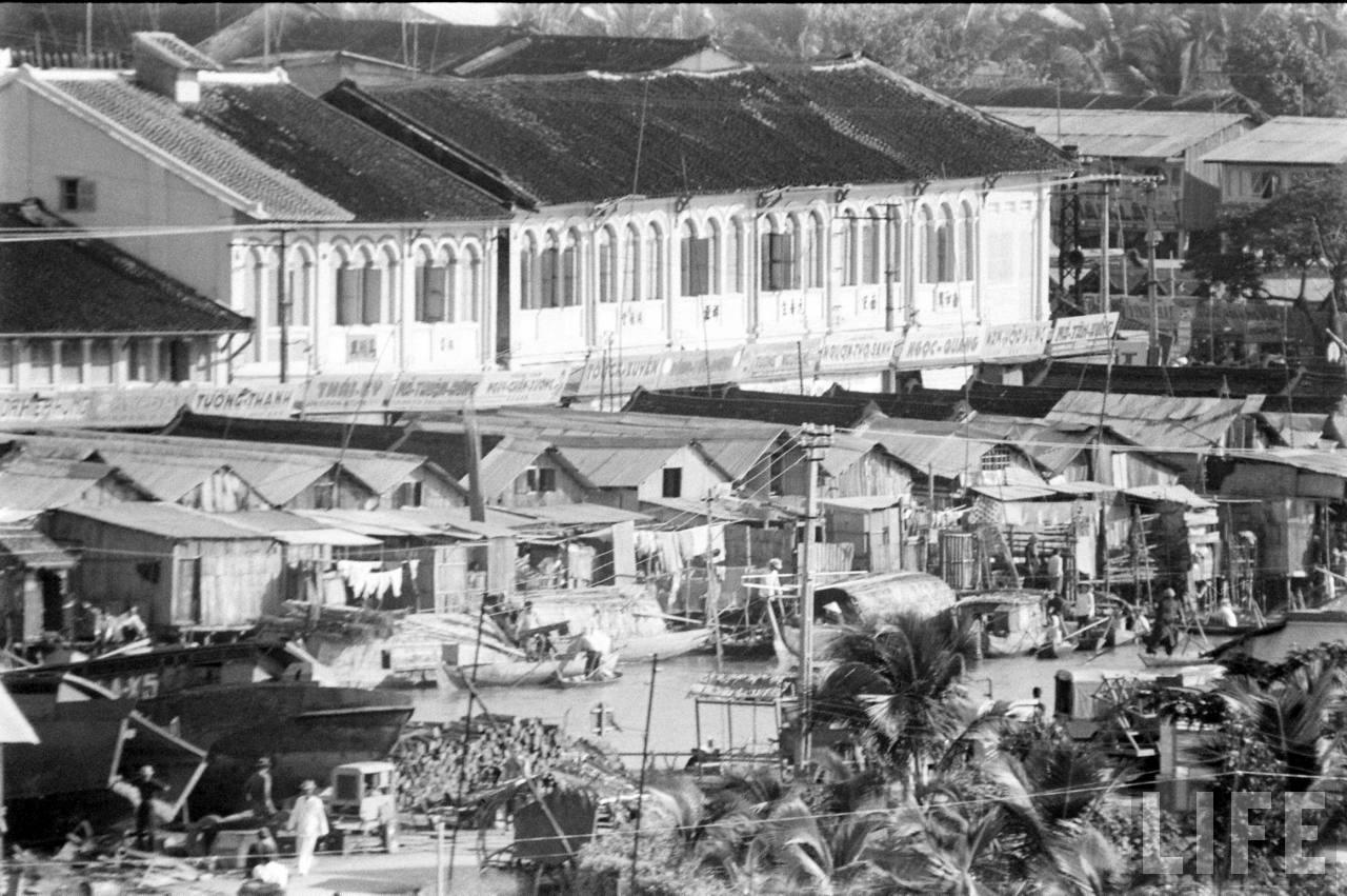 Khu bungalow thị xã Khánh Hưng (Trung tâm Sóc Trăng) năm 1961 | Photo by Howard Sochurek