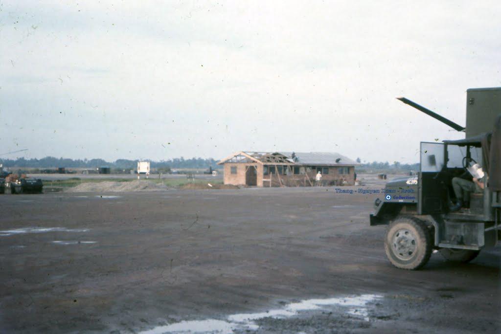 New Runway năm 1968 - 1972 ở Vĩnh Long