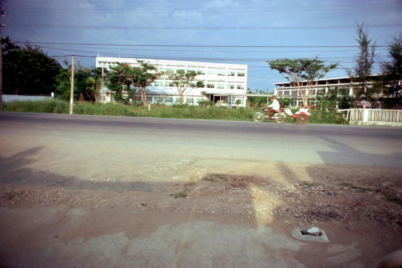 Khu vực trường Sư Phạm và trường Trung học Kỹ Thuật Vĩnh Long năm 1972