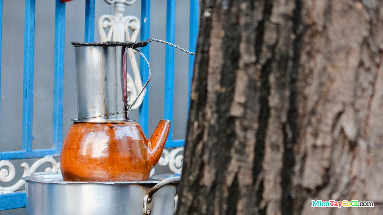 Cà phê vợt gần nửa thế kỷ tồn tại gần như là 1 di sản văn hóa của Cần Thơ