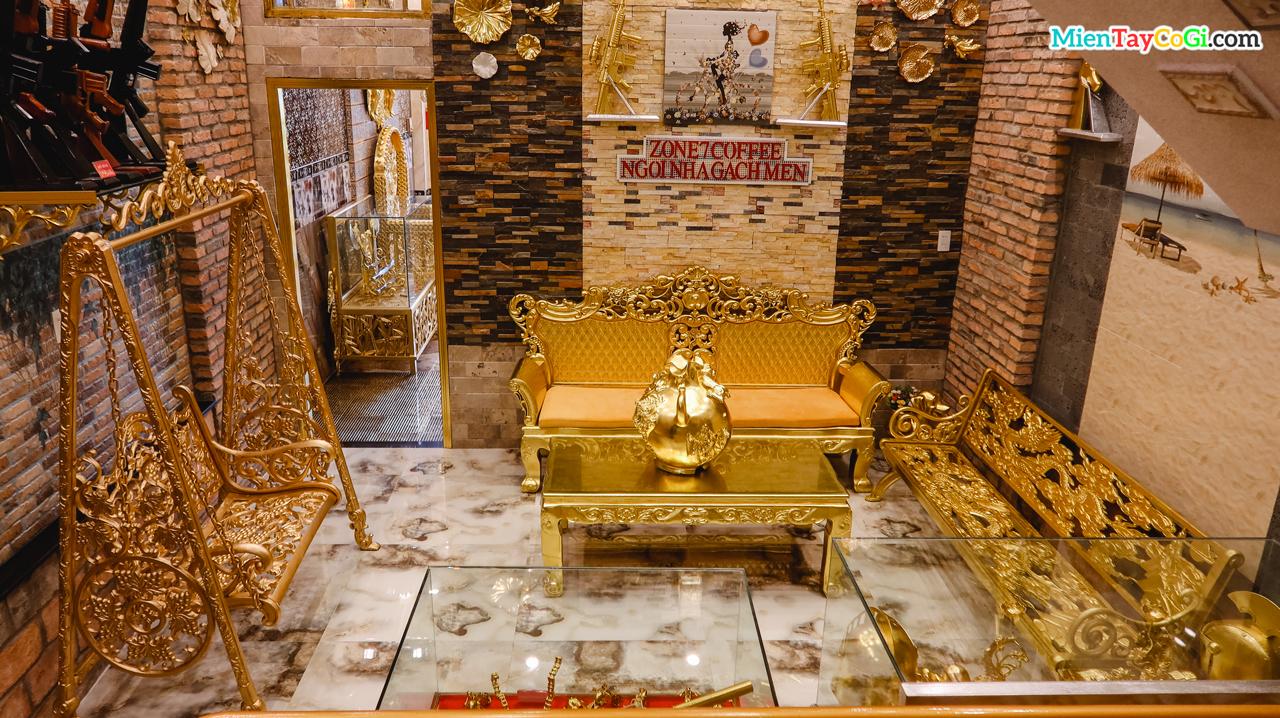 Không gian bên trong ngôi nhà dát vàng Cần Thơ
