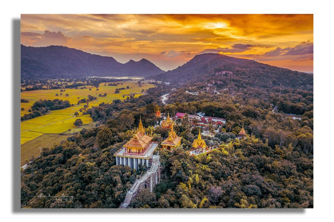 Khung cảnh tuyệt vời của chùa núi Tà Pạ