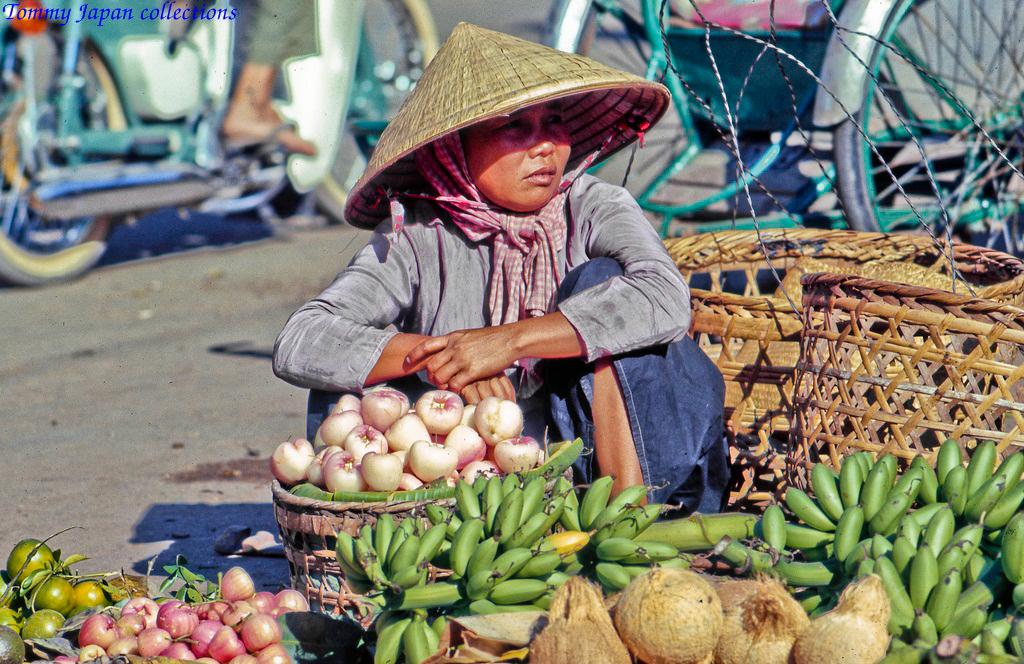 Bán trái cây ở chợ
