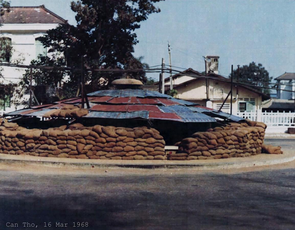 Bồn phun nước trung tâm Cần Thơ tạm thay đổi thành 1 lô cốt Mậu Thân năm 1968