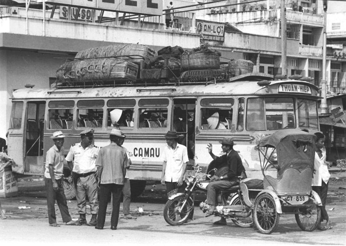 Kiểm tra khách đi tàu tuyến Cần Thơ - Cà Mmau năm 1970