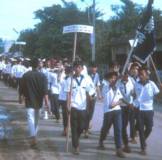 Học sinh đi diễu hành ở Cần Thơ xưa