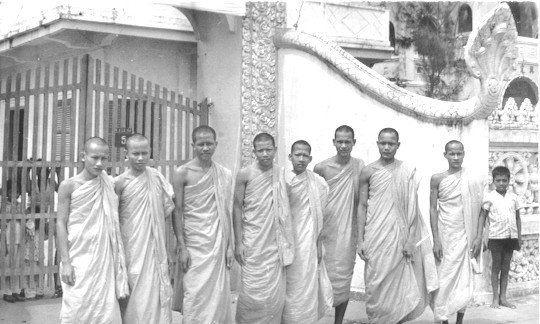 Các sư chùa Munirangsay năm 1965 (Nằm trên đại lộ Hòa Bình hiện nay)