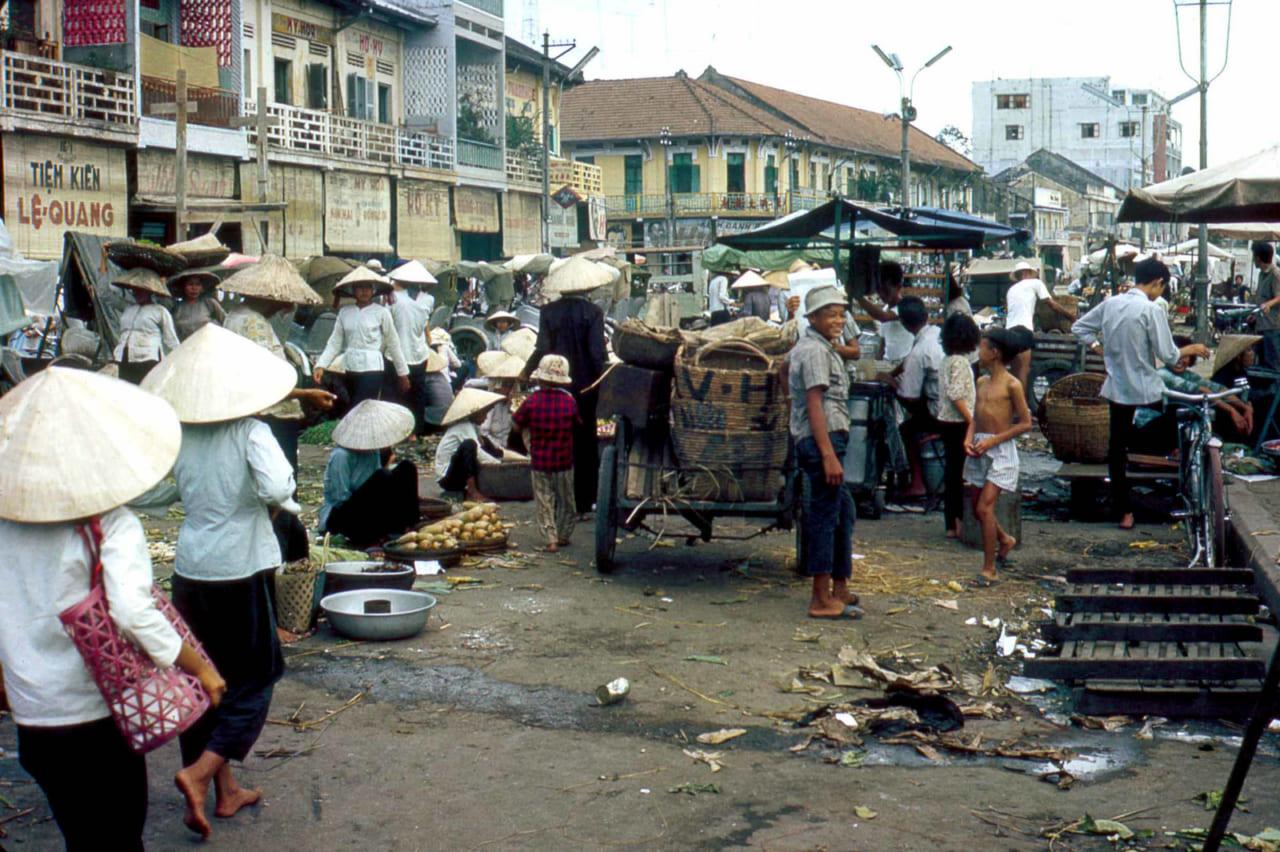 Khu chợ ở bến NInh Kiều năm 1968 trước đây | HIện nay không còn họp chợ nữa