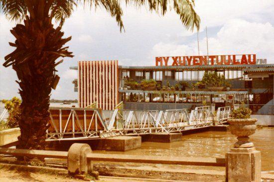 Nhà hàng du thuyền Mỹ Xuyên Tửu Lâu Cần Thơ năm 1972 - 1973 | Photo by Rick Stayner