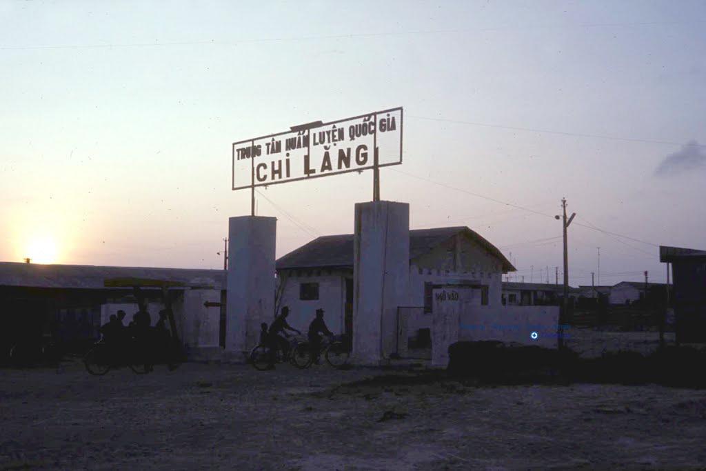 Trại huyến luyện binh lính Chi Lăng năm 1966-1967   Photo by Don Griffin (Nay là ấp Voi)