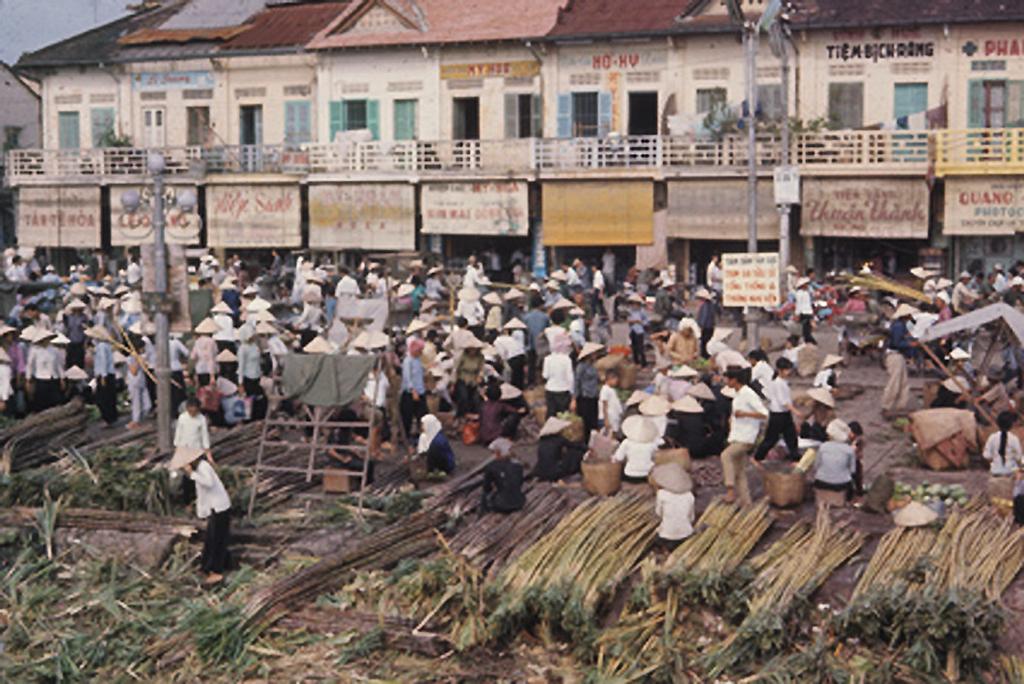 Chợ Cần Thơ dọc bến Ninh Kiều trước năm 1975