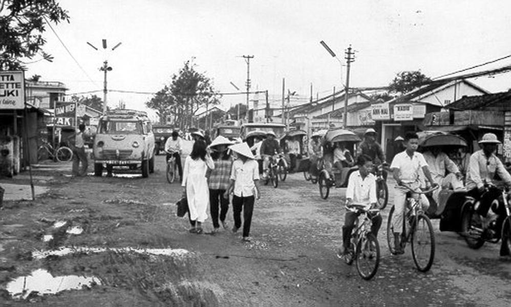 Con đường đông đúc ở Cần Thơ năm 1967