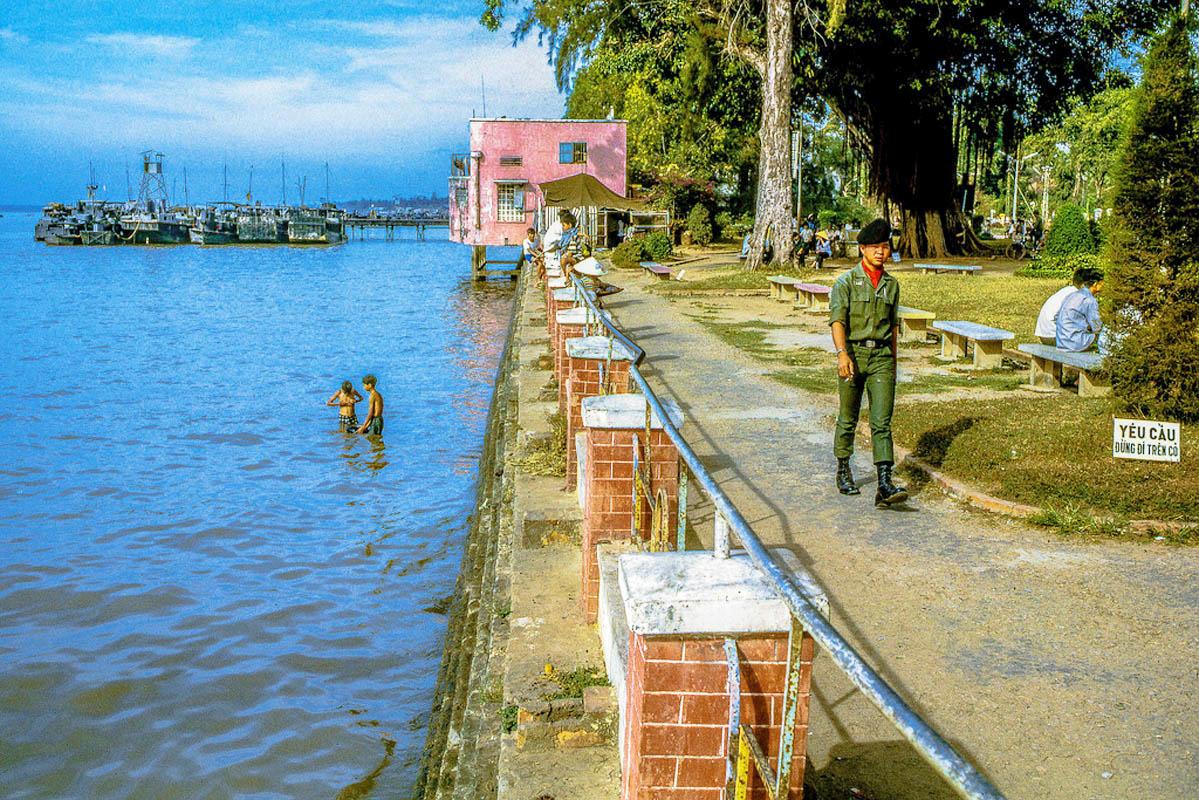 Công viên công cộng mặt tiền sông Cửu Long ở phía Đông Nam Mỹ Tho