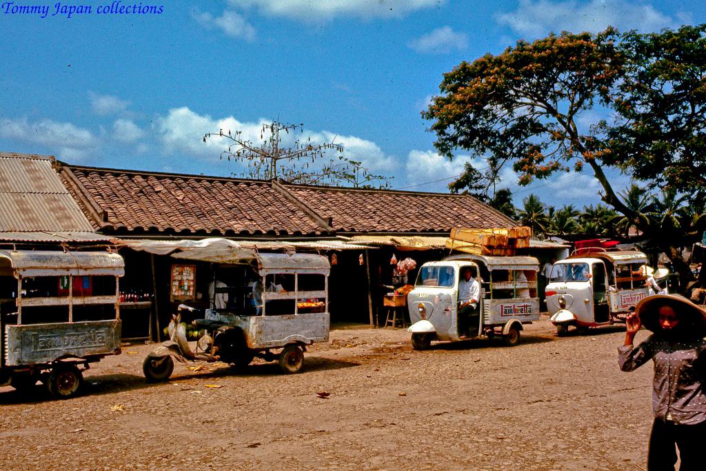 Đoàn xe lambro qua bến phà Chợ Gạo năm 1969   Photo by Lance Cromwell