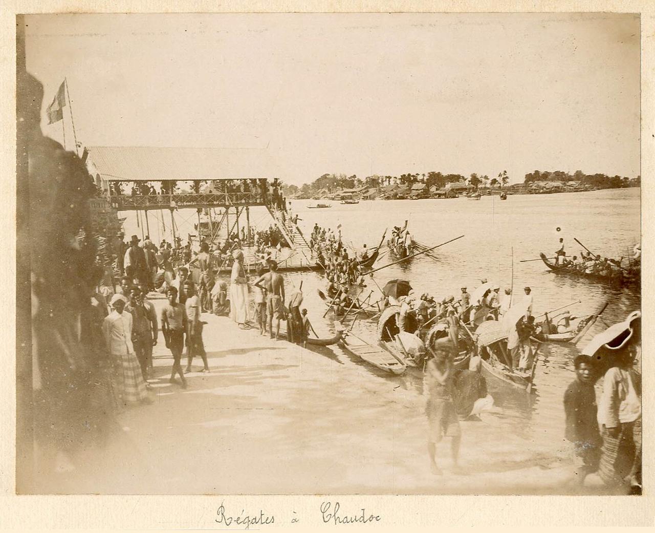 Đua thuyền ở Châu Đốc khoảng năm 1895