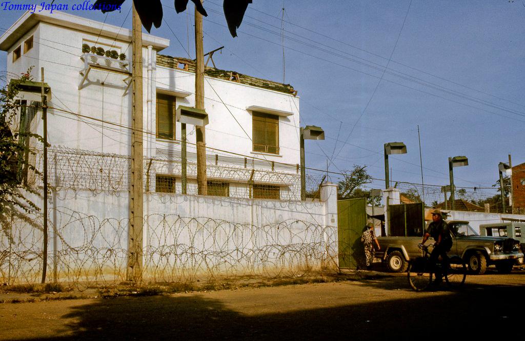 Đường Nguyễn Huệ và Đại sứ quán Mỹ Tho tháng 12 năm 1968   Photo by Lance Cromwell