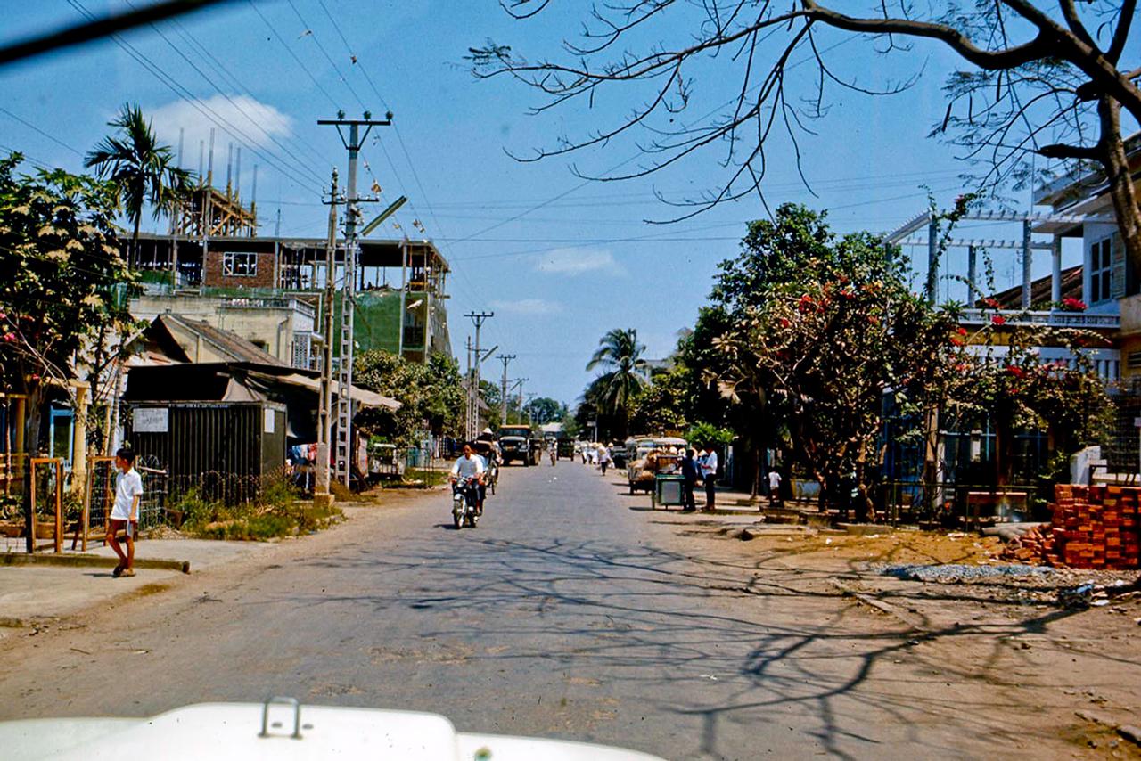 Đường phố Mỹ Tho năm 1969   Photo by Lance Nix