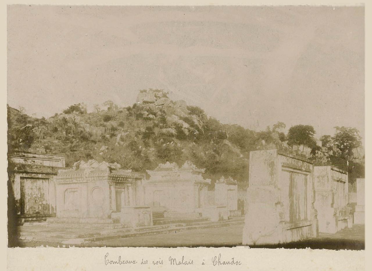 Khu lăng mộ Thoại Ngọc Hầu ở Châu Đốc năm 1895
