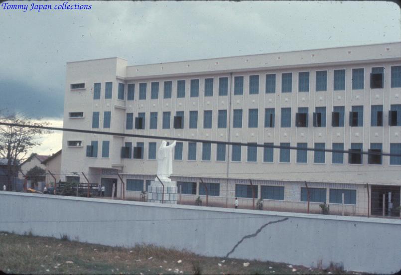 Kiến trúc Tiểu chủng viện Á Thánh Phụng năm 1965   Photo by Robert D