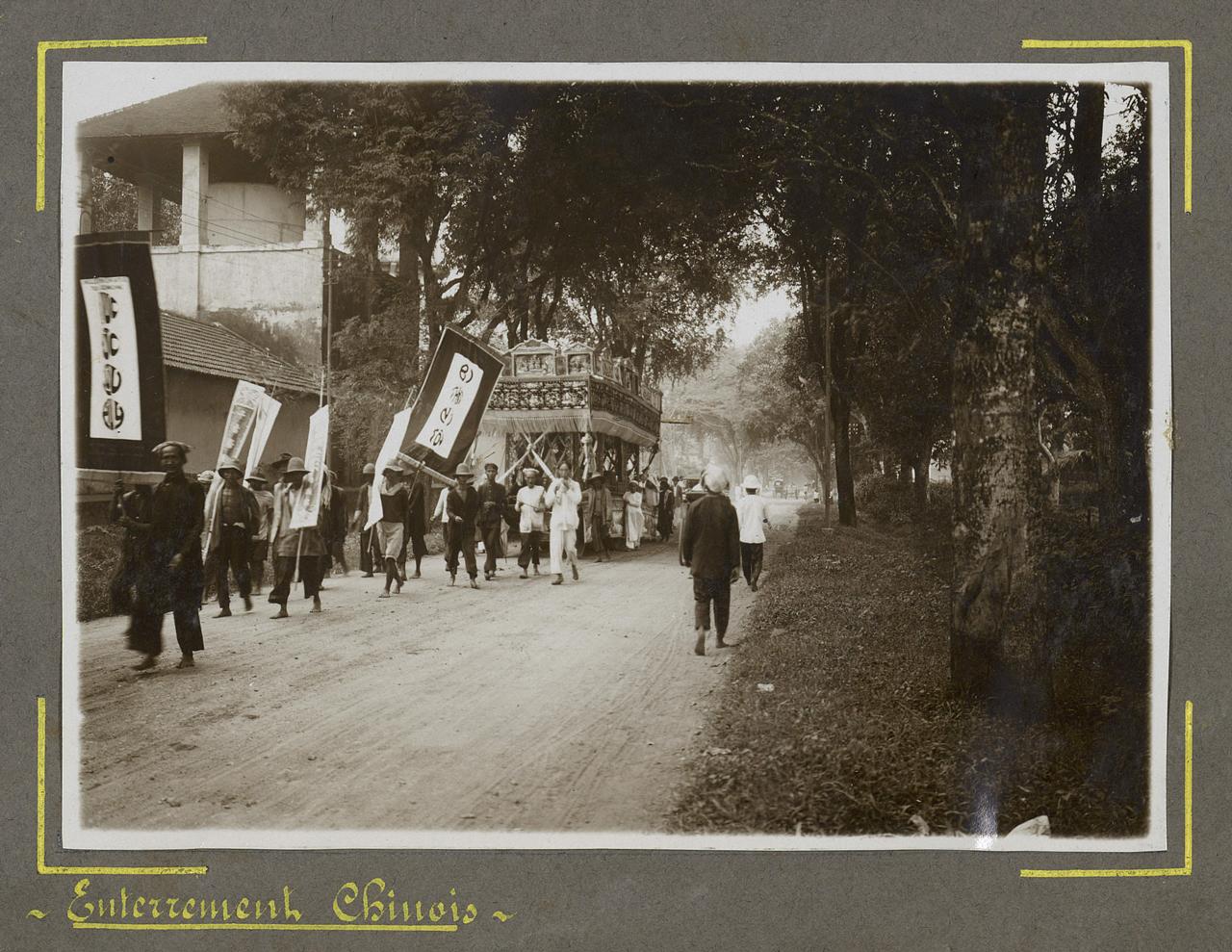 Lễ tang của người Hoa trên đường ở Châu Đốc xưa