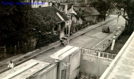 Một con đường ở trung tâm thành phố Cần Thơ nhìn từ tầng 4 khách sạn năm 1965