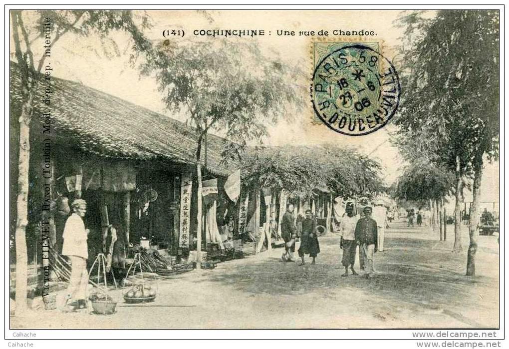 Một đường phố tấp nập ở Châu Đốc xưa