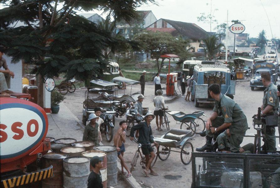 Một khu chợ ở Châu Đốc năm 1965