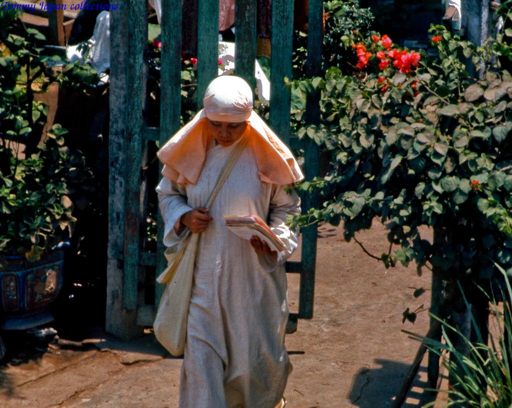 Một ni sư ở chùa Phổ Đức phía Tây Mỹ Tho tháng 1 năm 1969   Photo by Lance Cromwell