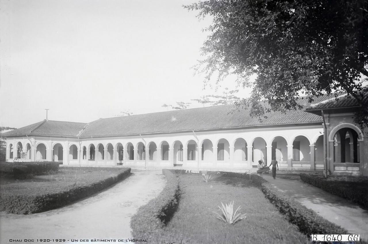 Tòa nhà bên trong bệnh viện Châu Đốc xưa