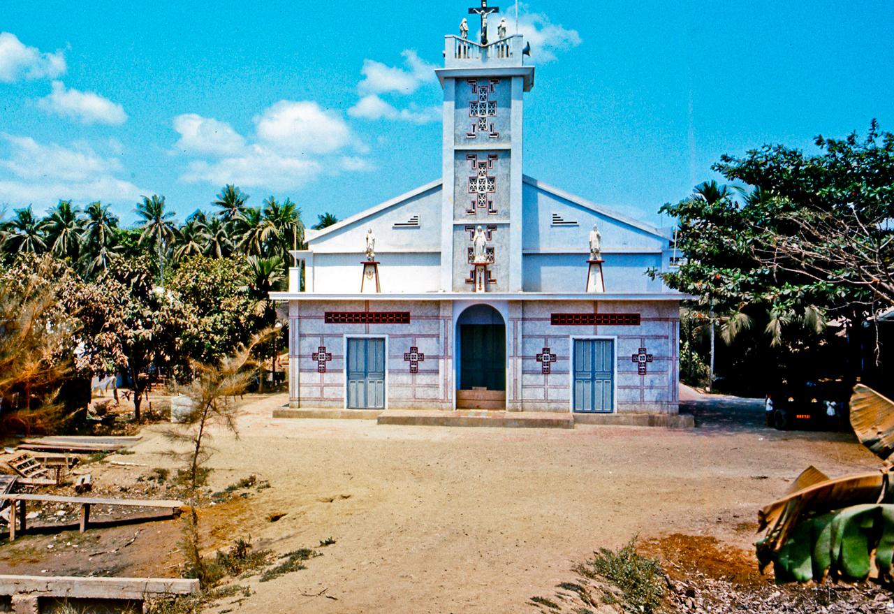 Nhà thờ Tín Đức ở Mỹ Tho trên đại lộ đi Đồng Tâm năm 1969