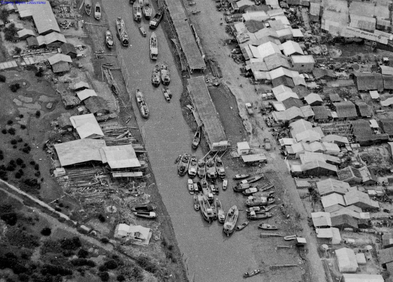 Không ảnh con kênh dọc phố Mỹ Tho tháng 12 năm 1968   Photo by Lance Cromwell