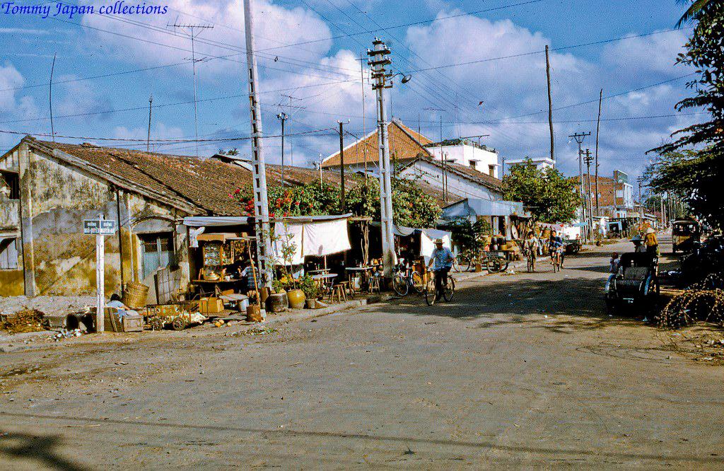 Ngã 3 nối đường Ngô Quyền và Nguyễn Huệ ở Mỹ Tho năm 1968   Photo by Lance Cromwell