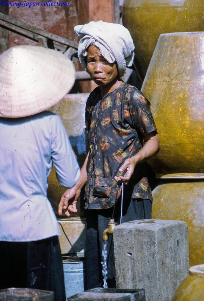 Người phụ nữ An Nam bấy giờ với khăn đóng và áo bà ba
