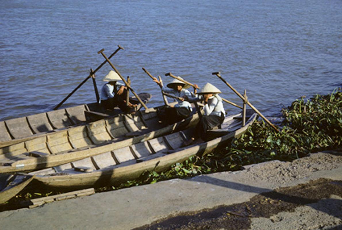 Những cô lái đò ven sông Cần Thơ